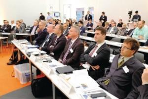 """Mehr als 100 Teilnehmer informierten sich auf der IZB-Fachtagung """"Ressourceneffiziente Automobilproduktion"""" über Möglichkeiten und Ansatzpunkte energie- und materialeffizienter Lösungen im Automobilbau Bild: Wolfsburg AG"""