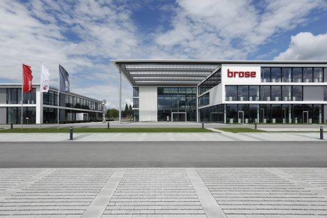 Brose_Verwaltungsgebaeude_Bamberg;_frontale_Aussenansicht