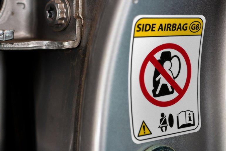 74539277_-_car_warning_airbag_sign_modern