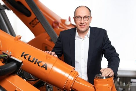 Roboter E-Mobility Kuka produktionsanlage Batteriepack-Linie