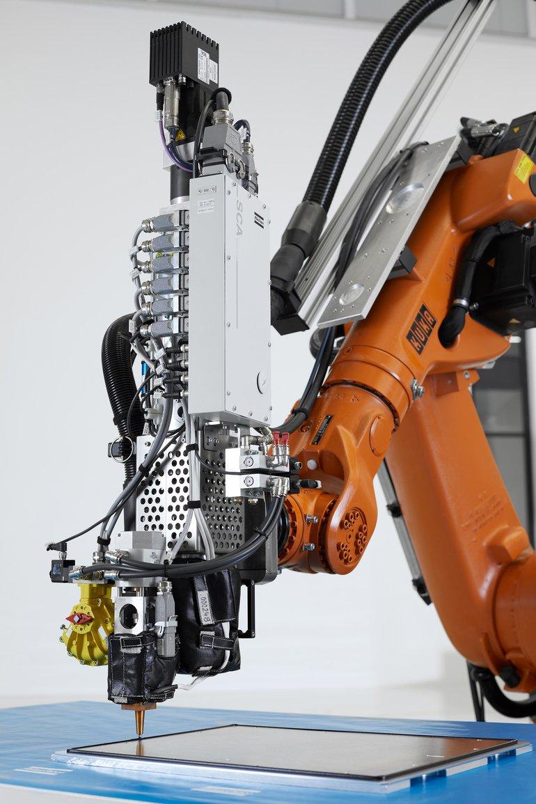 S1842_01_Atlas_Copco_IAS_Heissdosierer_am_Roboter_Hot_Meter.jpg