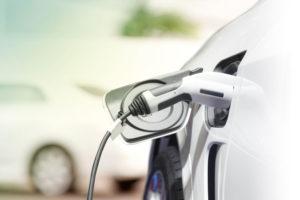 Aufladen_eines_Elektroautos